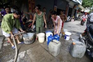 Thiếu nước sinh hoạt do vỡ đường ống nước sông Đà