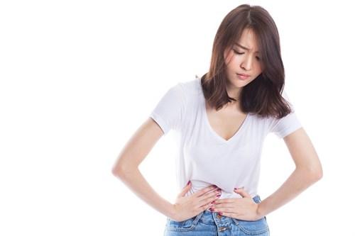 Sử dụng nước ion kiềm làm giảm đau bụng kinh