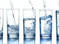 So sánh nước khoáng và nước tinh khiết