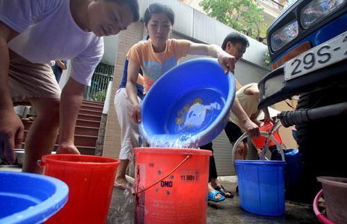Nhiều khu vực chung cư khác tình trạng thiếu nước sạch vẫn tiếp diễn
