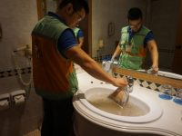 Người dân khu chung cư Hà Đông đang phải sử dụng nước sinh hoạt bẩn mỗi ngày
